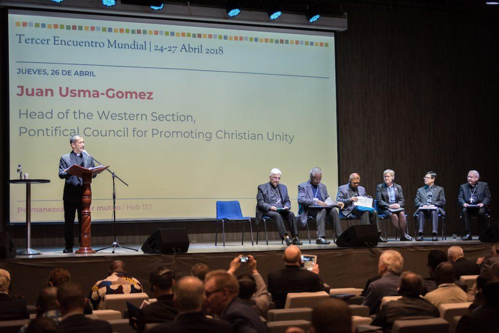 Juan Uzma-Gomez, líder del Consejo Pontificio para la Promoción de la Unidad Cristiana comparte un mensaje del Papa Francisco al Foro Cristiano Mundial en ocasión del encuentro en Bogotá, Colombia. Foto: Albin Hillert/CMI